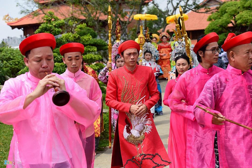 Nghệ sĩ Hoài Linh làm lễ rước kiệu trong ngày giỗ Tổ nghề-1