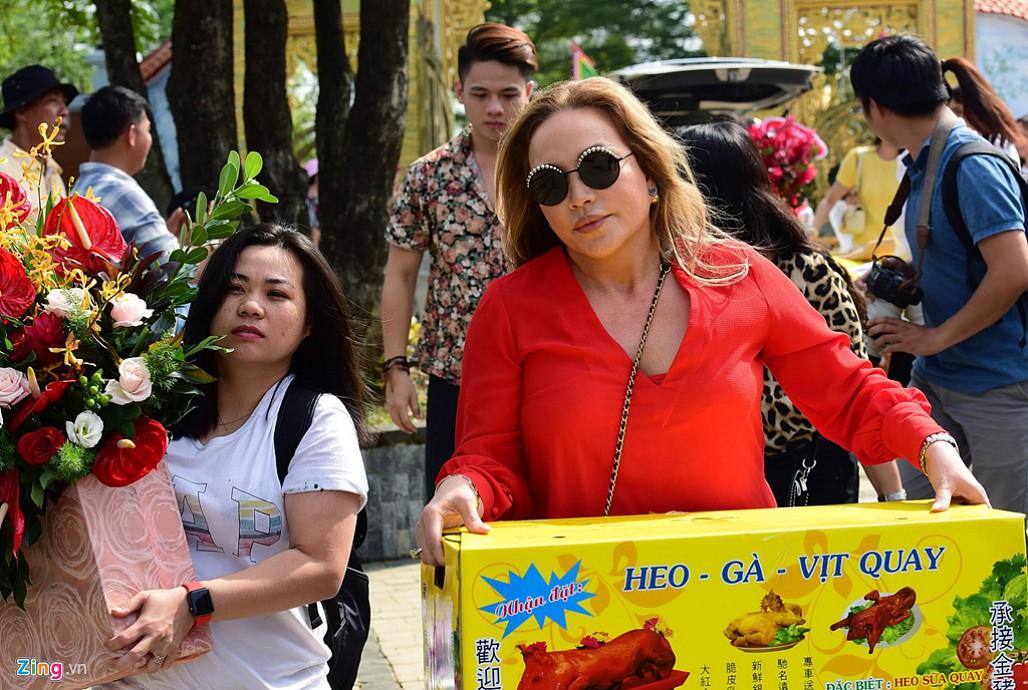 Nghệ sĩ Hoài Linh làm lễ rước kiệu trong ngày giỗ Tổ nghề-4