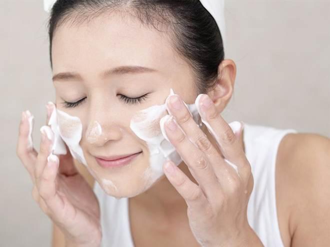 1 bước làm sạch bằng 3 bước dưỡng da, chị em đã biết phương pháp rửa mặt thần thánh này?-7