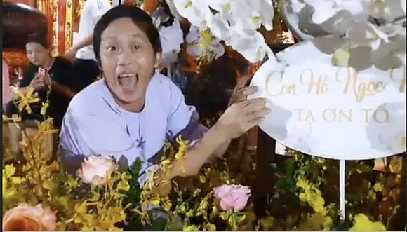 Hà Hồ chia sẻ khoảnh khắc Hoài Linh trêu mình: 'Hồ Ngọc Hà ơi, con đang ngồi làm hoa cho cô đây'-2