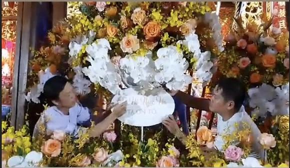 Hà Hồ chia sẻ khoảnh khắc Hoài Linh trêu mình: 'Hồ Ngọc Hà ơi, con đang ngồi làm hoa cho cô đây'-3