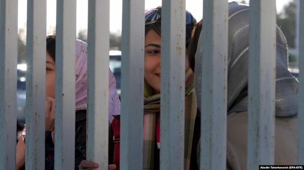 Phải ngồi tù vì xem một trận bóng đá, fan nữ Iran uất ức đến mức tự thiêu-2