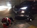 Tài xế ôtô rút gậy đuổi đánh xe ôm công nghệ sau khi bị thách thức-1