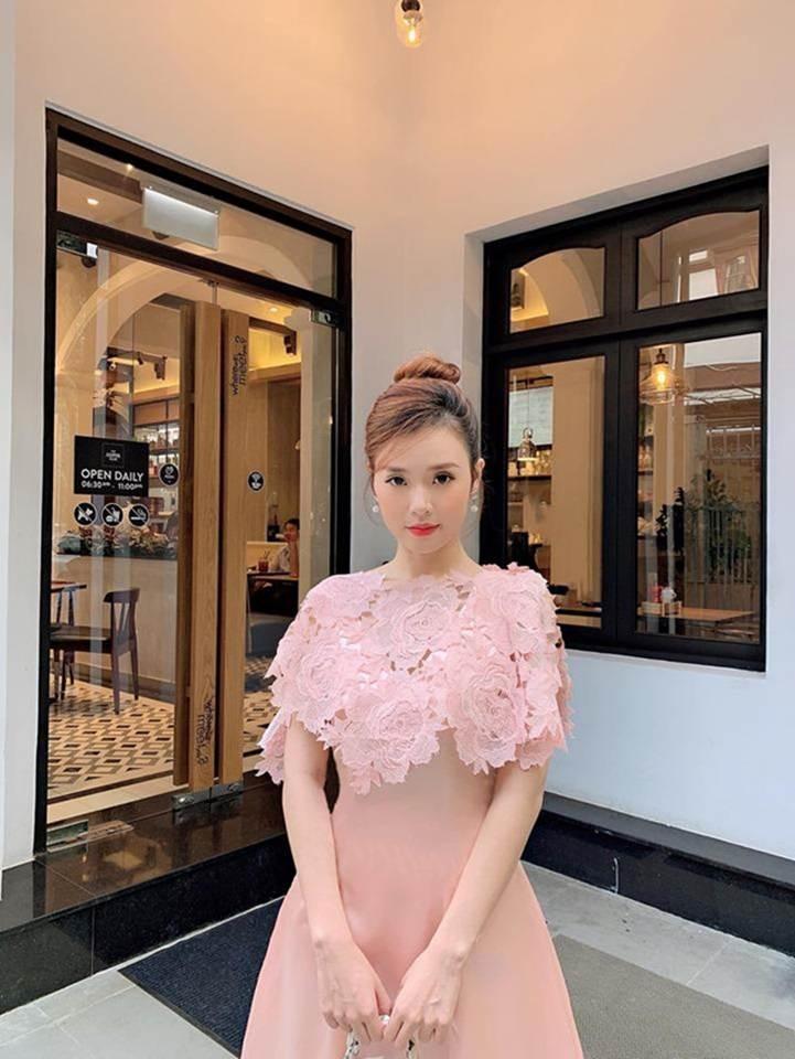 Midu chuộng style nữ tính, mặc đồ hở vừa đủ khoe vai thon-2