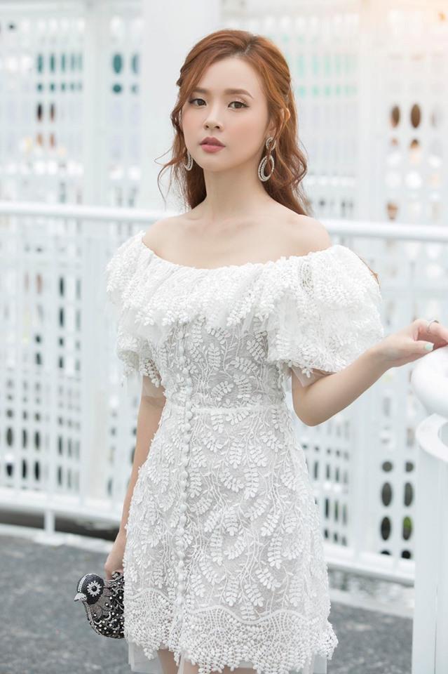Midu chuộng style nữ tính, mặc đồ hở vừa đủ khoe vai thon-6
