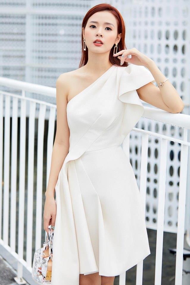 Midu chuộng style nữ tính, mặc đồ hở vừa đủ khoe vai thon-9