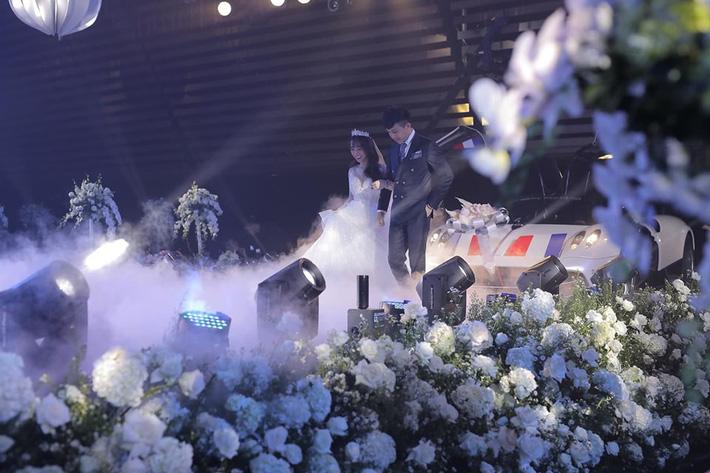 3 bộ váy cưới trị giá 700 triệu của ái nữ nhà Minh Nhựa: Áo dài có thể tiết kiệm nhưng váy cưới phải xa hoa bậc nhất-2