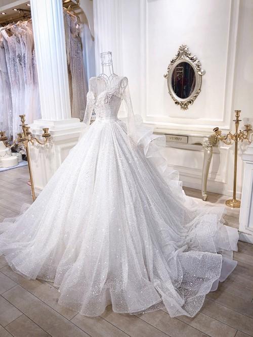 3 bộ váy cưới trị giá 700 triệu của ái nữ nhà Minh Nhựa: Áo dài có thể tiết kiệm nhưng váy cưới phải xa hoa bậc nhất-5
