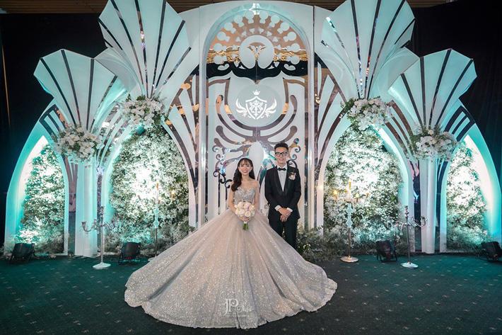 3 bộ váy cưới trị giá 700 triệu của ái nữ nhà Minh Nhựa: Áo dài có thể tiết kiệm nhưng váy cưới phải xa hoa bậc nhất-7