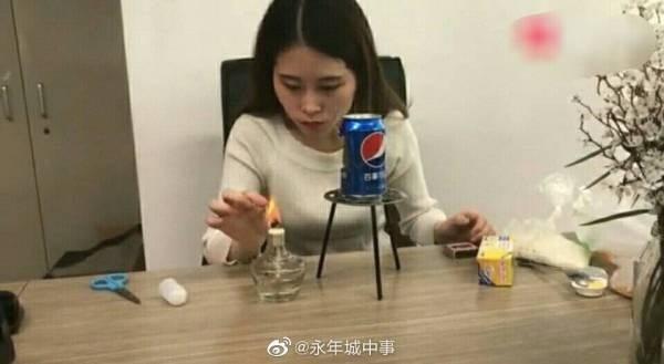 Bắt chước thánh nữ văn phòng Tiểu Dã làm bỏng ngô tại nhà, bé gái 14 tuổi gặp tai nạn bỏng nặng rồi tử vong sau hơn 1 tuần-2