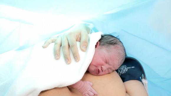 Lê Phương chính thức công khai gương mặt đáng yêu của con gái vừa mới chào đời-2