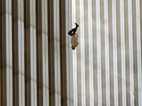 11/9, ngày nước Mỹ mất đi ảo tưởng về sự bất khả xâm phạm-3