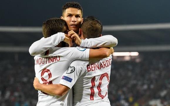 Ronaldo khiêm tốn sau khi đi vào lịch sử bóng đá châu Âu-1