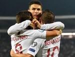 Ronaldo nức nở khi xem lại thước phim về người cha đã mất-3