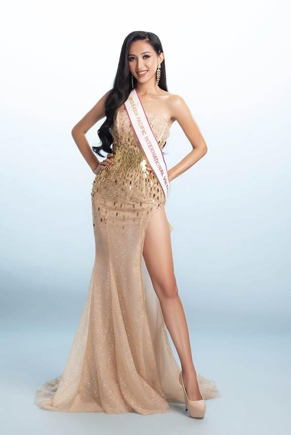 Đại diện Việt Nam tại Miss Asia Pacific khoe ba vòng nóng bỏng với đầm dạ hội-1