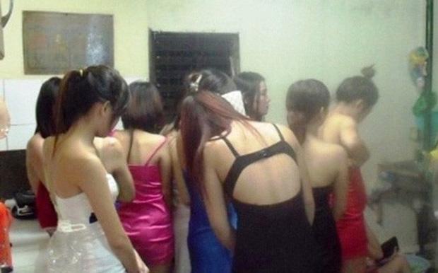 Đại ca giang hồ Thanh Hóa sai đàn em nhốt, đánh đập thiếu nữ, ép phục vụ quán karaoke-1