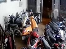Camera ghi cảnh nhóm trộm đột nhập chung cư, cuỗm 5 xe máy