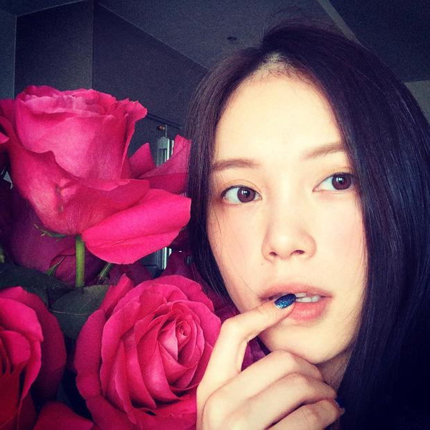 Yêu Phillip Nguyễn giàu nứt đố đổ vách, Linh Rin lại vui cả ngày khi thiếu gia tặng 1 bó hoa: Đẳng cấp chiêu dụ lòng người ở phía sau!-2