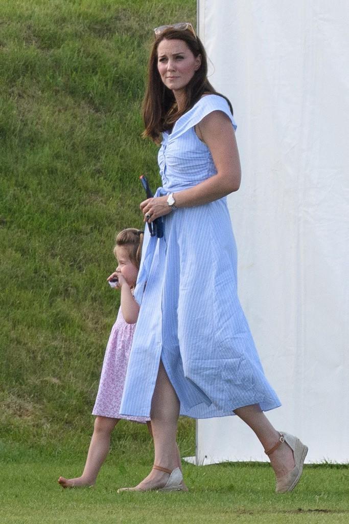 """Công nương Kate đi đôi giày mà Nữ hoàng Anh ghét cay ghét đắng"""" nhưng vẫn được dân tình bênh vực vì chăm tiết kiệm-12"""