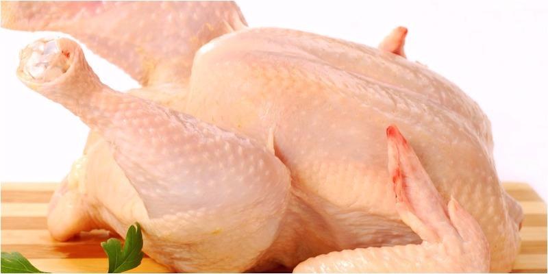 Đầu bếp nhà hàng sẽ không bao giờ hé răng tiết lộ: Cách luộc gà công nghiệp vàng ươm, dai ngon như gà nhà-1