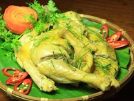 Đầu bếp nhà hàng sẽ không bao giờ 'hé răng' tiết lộ: Cách luộc gà công nghiệp vàng ươm, dai ngon như gà nhà