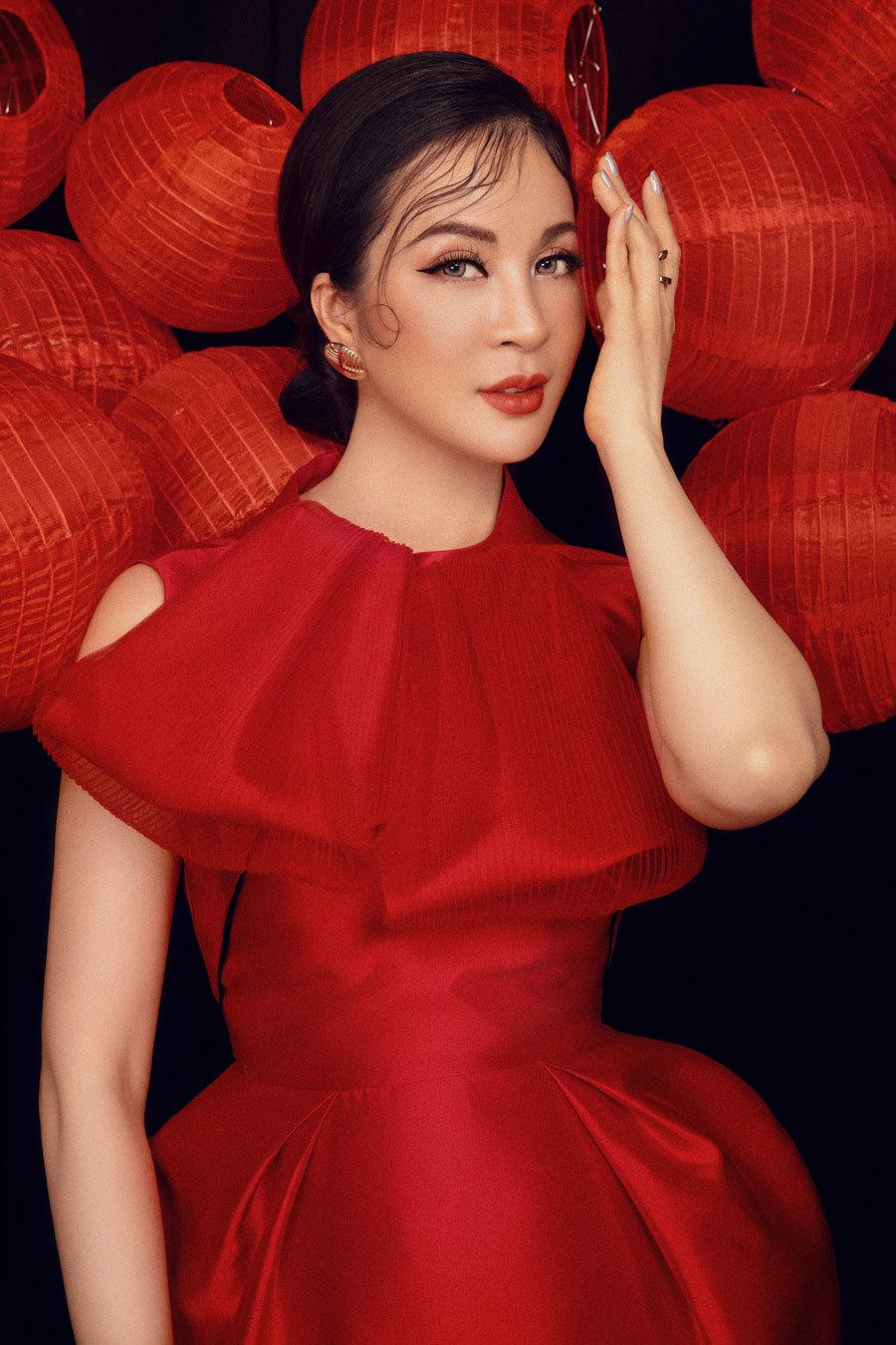 MC Thanh Mai khoe vẻ đẹp bên đèn lồng-1