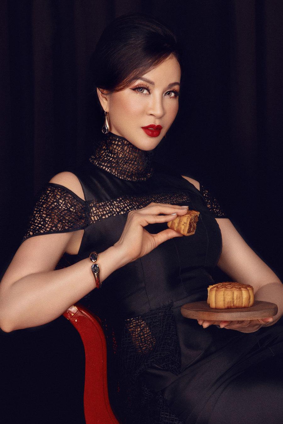 MC Thanh Mai khoe vẻ đẹp bên đèn lồng-5