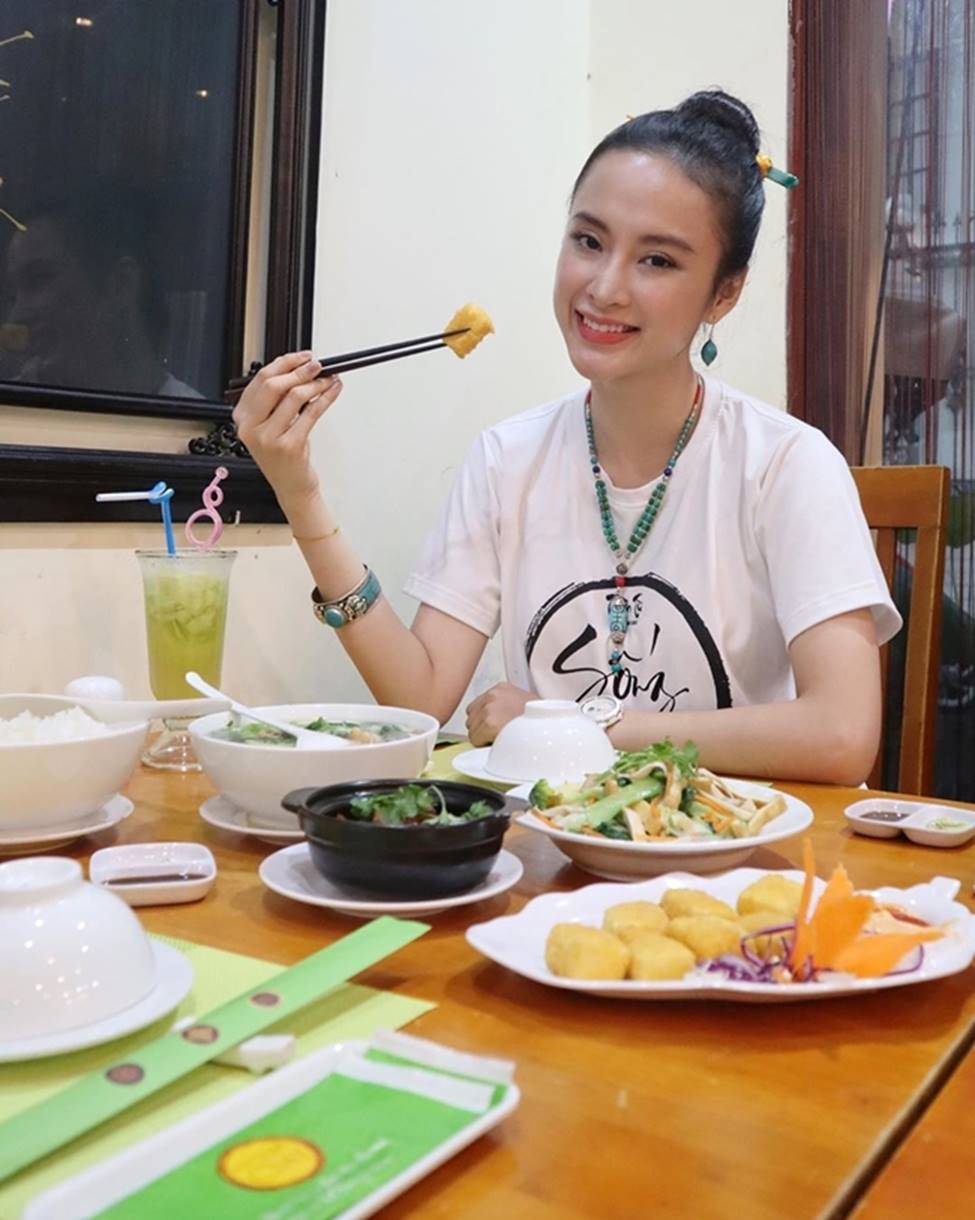 Angela Phương Trinh hết khoe thân, em ruột 23 tuổi lại ngày càng táo bạo-5