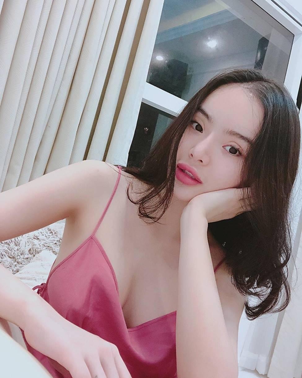 Angela Phương Trinh hết khoe thân, em ruột 23 tuổi lại ngày càng táo bạo-12