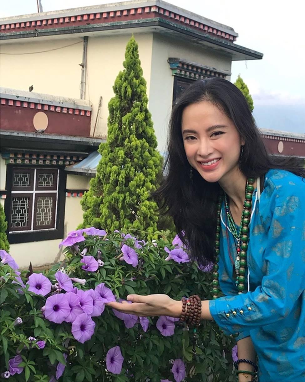 Angela Phương Trinh hết khoe thân, em ruột 23 tuổi lại ngày càng táo bạo-7