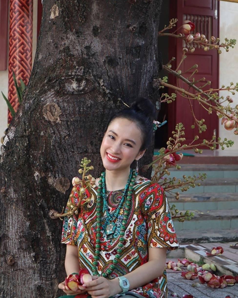 Angela Phương Trinh hết khoe thân, em ruột 23 tuổi lại ngày càng táo bạo-9