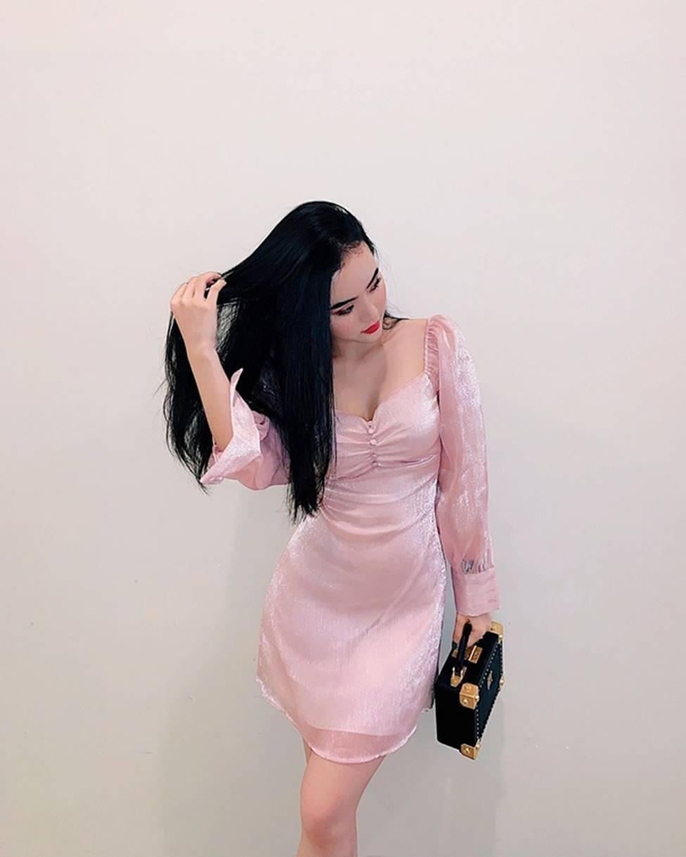 Angela Phương Trinh hết khoe thân, em ruột 23 tuổi lại ngày càng táo bạo-20