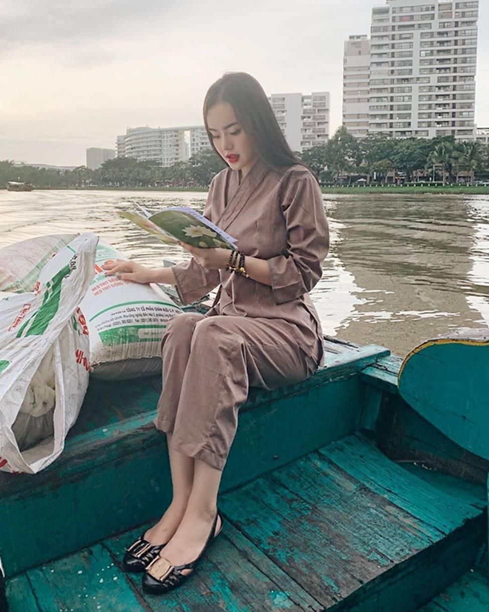 Angela Phương Trinh hết khoe thân, em ruột 23 tuổi lại ngày càng táo bạo-21