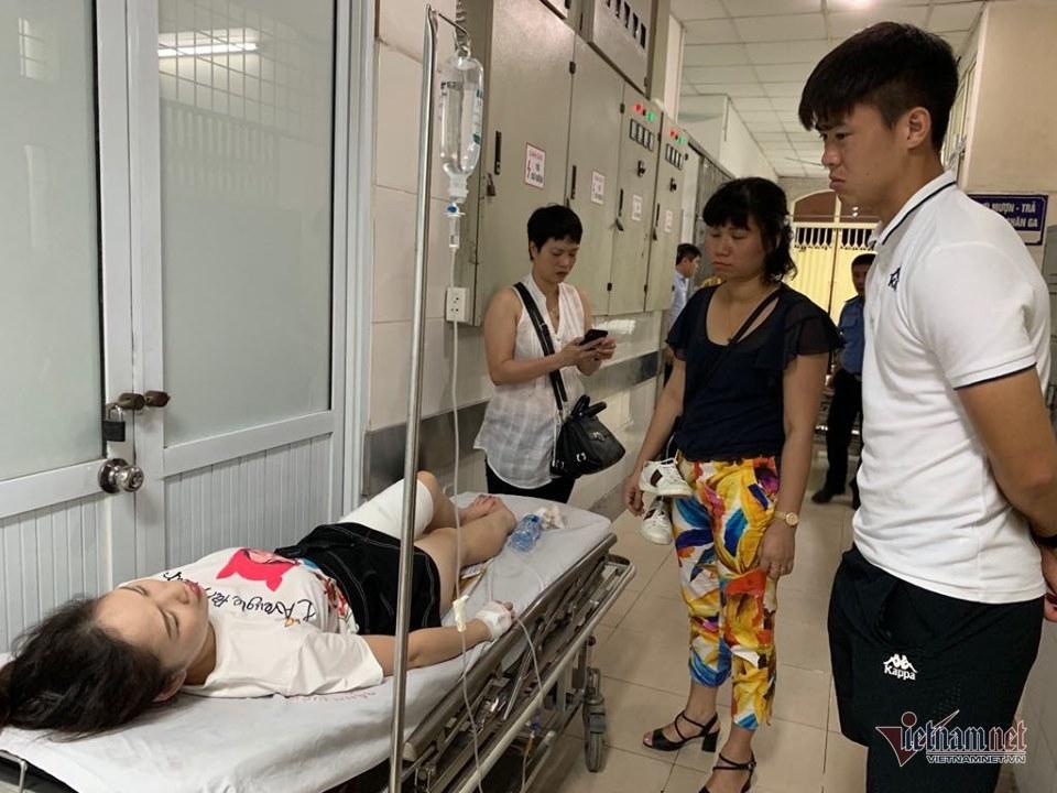 Fan nữ bị bỏng vì pháo sáng phải phẫu thuật 2 lần-3