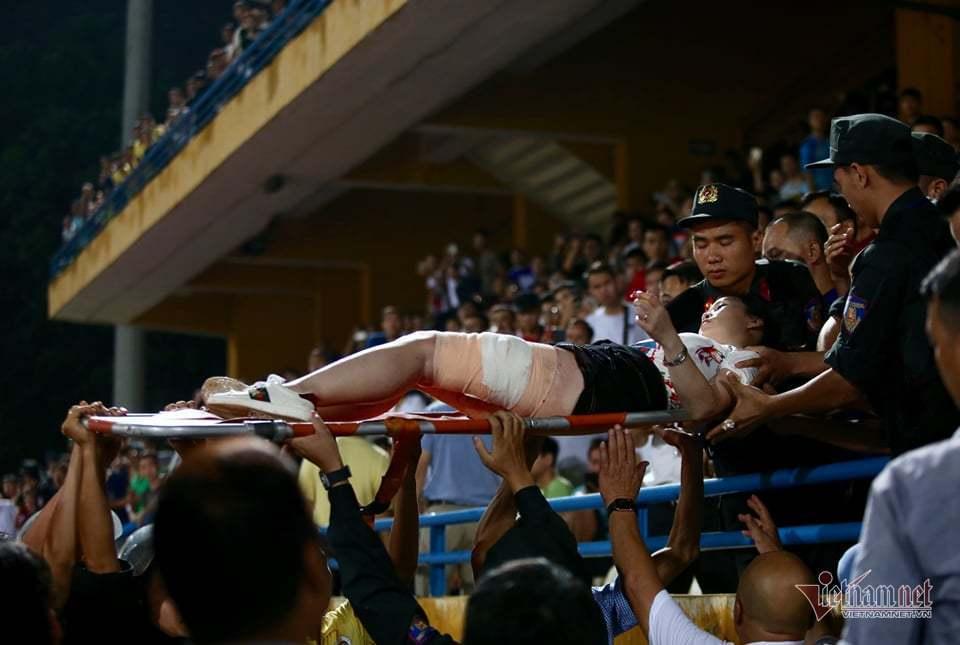 Quả pháo sáng nhơ nhuốc, nỗi đau bóng đá Việt-3