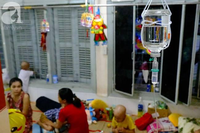 Vợ mới mất 50 ngày thì con gái 6 tuổi nhập viện trị u não ác tính, người đàn ông bất lực giành giật sự sống cho con-1