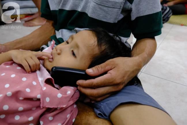 Vợ mới mất 50 ngày thì con gái 6 tuổi nhập viện trị u não ác tính, người đàn ông bất lực giành giật sự sống cho con-7