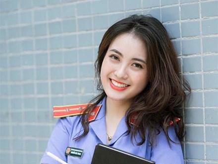 Cựu sinh viên ĐH Kiểm sát Hà Nội xinh chẳng kém gì hotgirl với nụ cười tỏa nắng nhìn là yêu