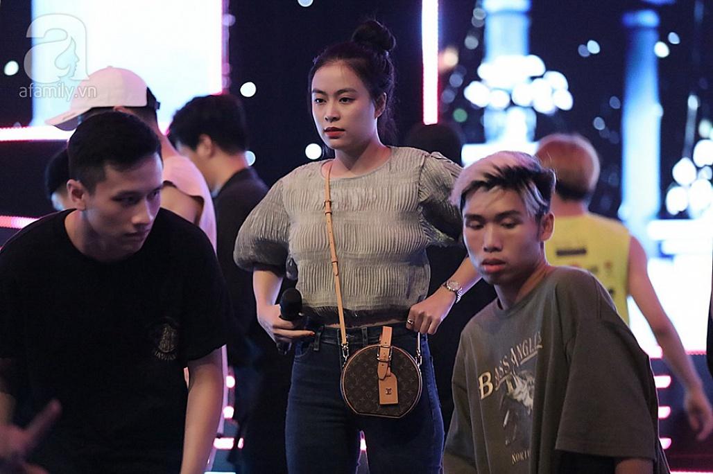 Hoàng Thùy Linh và Gil Lê tiếp tục được bắt gặp đi chung sau tin đồn hẹn hò-4