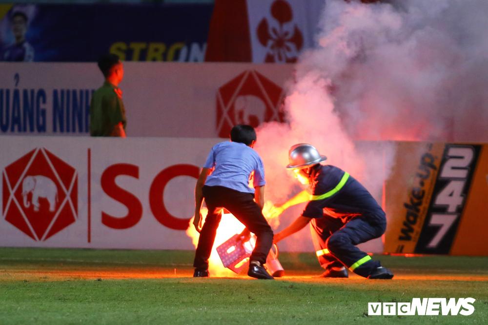 Treo sân Hà Nội FC hết mùa giải, cấm CĐV Nam Định đến sân khách 2 trận-1