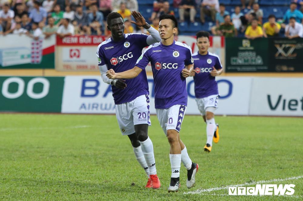 Treo sân Hà Nội FC hết mùa giải, cấm CĐV Nam Định đến sân khách 2 trận-2