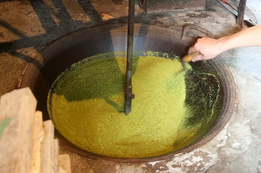 Tận mắt xem quy trình làm cốm ở làng nghề nổi tiếng nhất Hà Nội-3