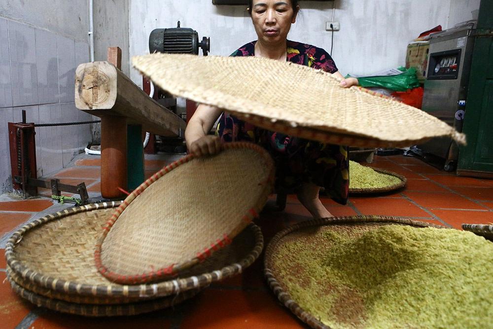 Tận mắt xem quy trình làm cốm ở làng nghề nổi tiếng nhất Hà Nội-4