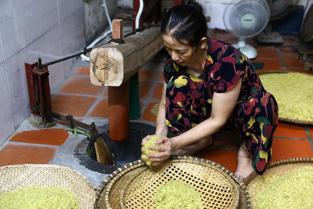 Tận mắt xem quy trình làm cốm ở làng nghề nổi tiếng nhất Hà Nội-5