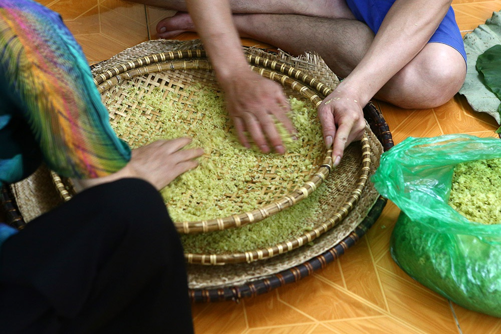 Tận mắt xem quy trình làm cốm ở làng nghề nổi tiếng nhất Hà Nội-6