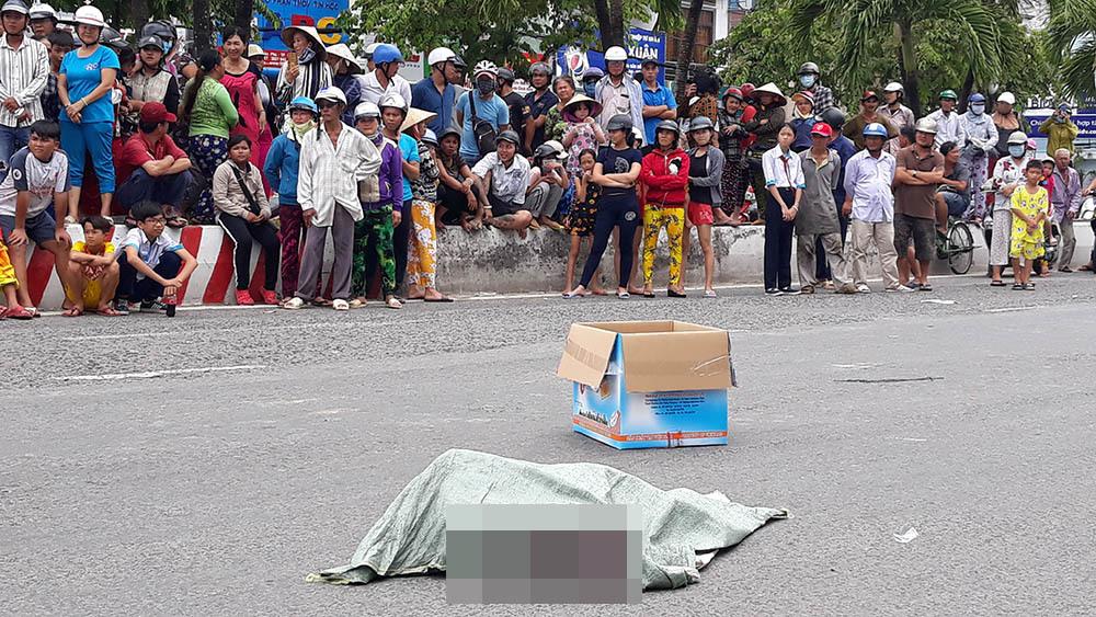 Người phụ nữ làm rơi bao tải chứa xác thai nhi xuống đường ở Kiên Giang-1