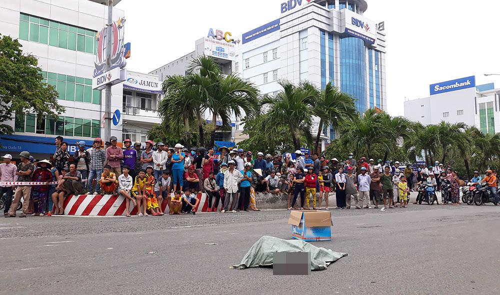 Người phụ nữ làm rơi bao tải chứa xác thai nhi xuống đường ở Kiên Giang-2
