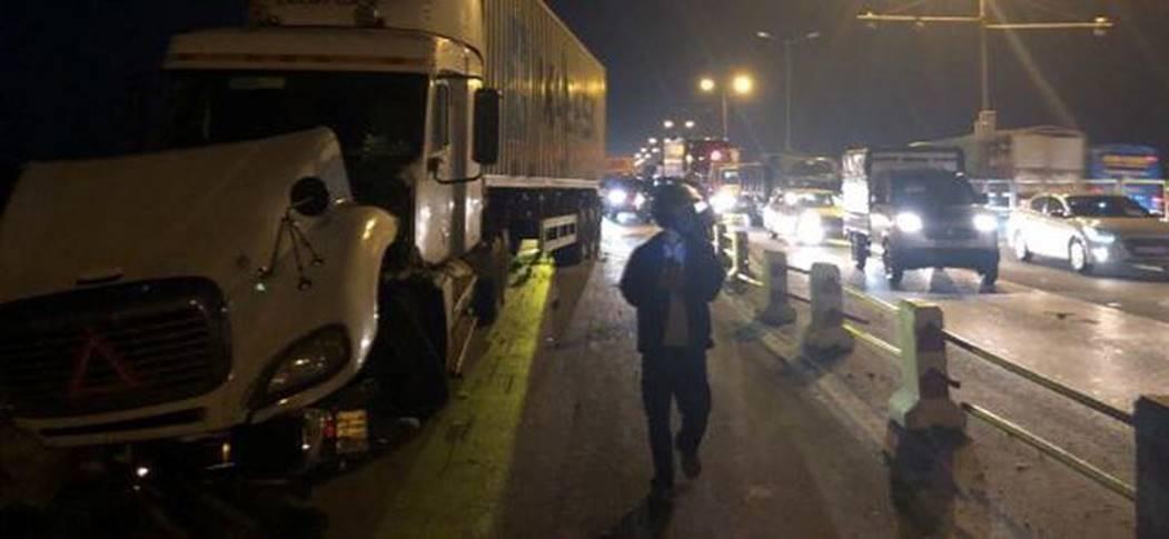 Hà Nội: Container nghi mất lái tông một loạt xe máy trên cầu Thanh Trì rớt xuống sông, ít nhất 3 người bị thương-4