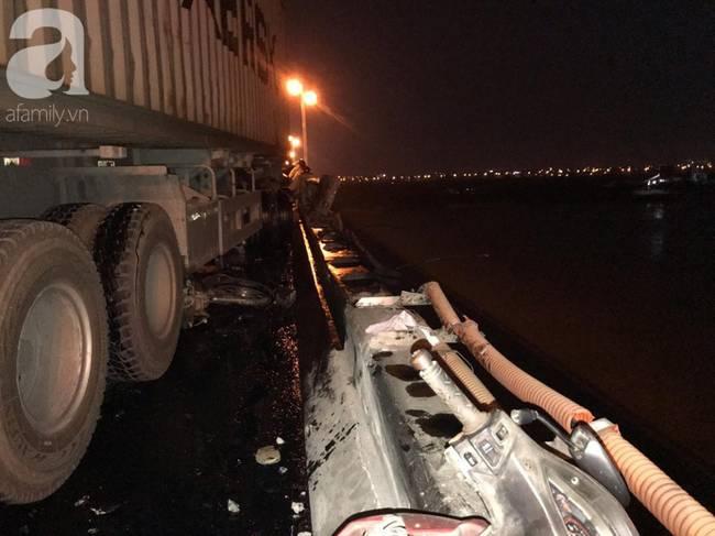 Đã tìm thấy thi thể nạn nhân trong vụ container tông một loạt xe máy từ cầu Thanh Trì rơi xuống sông Hồng-1