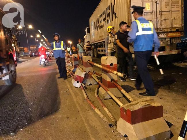 Đã tìm thấy thi thể nạn nhân trong vụ container tông một loạt xe máy từ cầu Thanh Trì rơi xuống sông Hồng-5